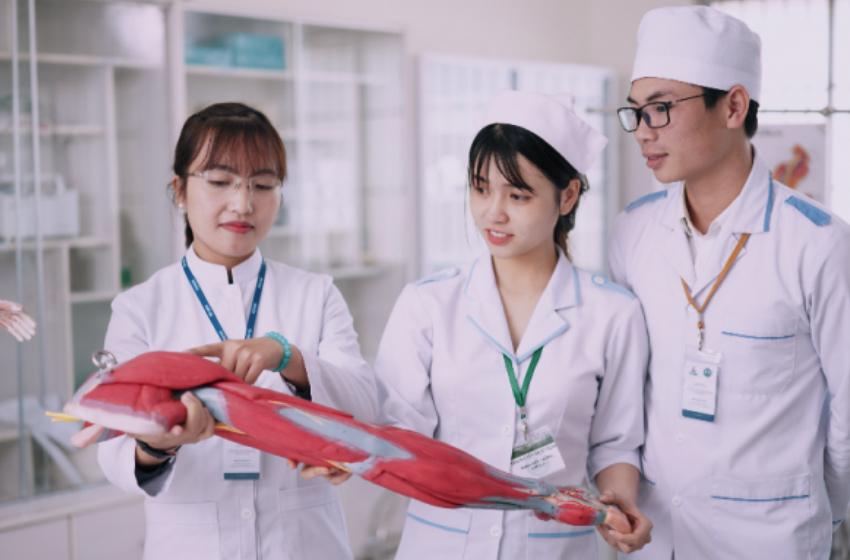 Tại sao nên theo học hệ liên thông Cao đẳng Y Dược Hà Nội?